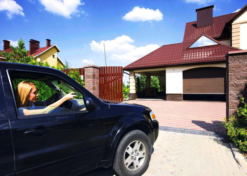 Автоматика для гаражных секционных ворот – важная деталь вашего гаража и комфорта
