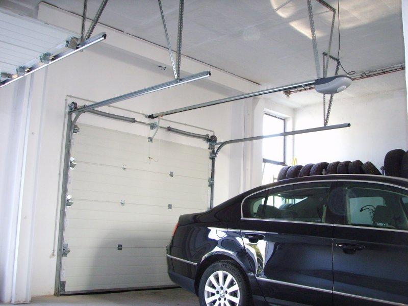Автоматика для гаражных секционных ворот – установленный вид